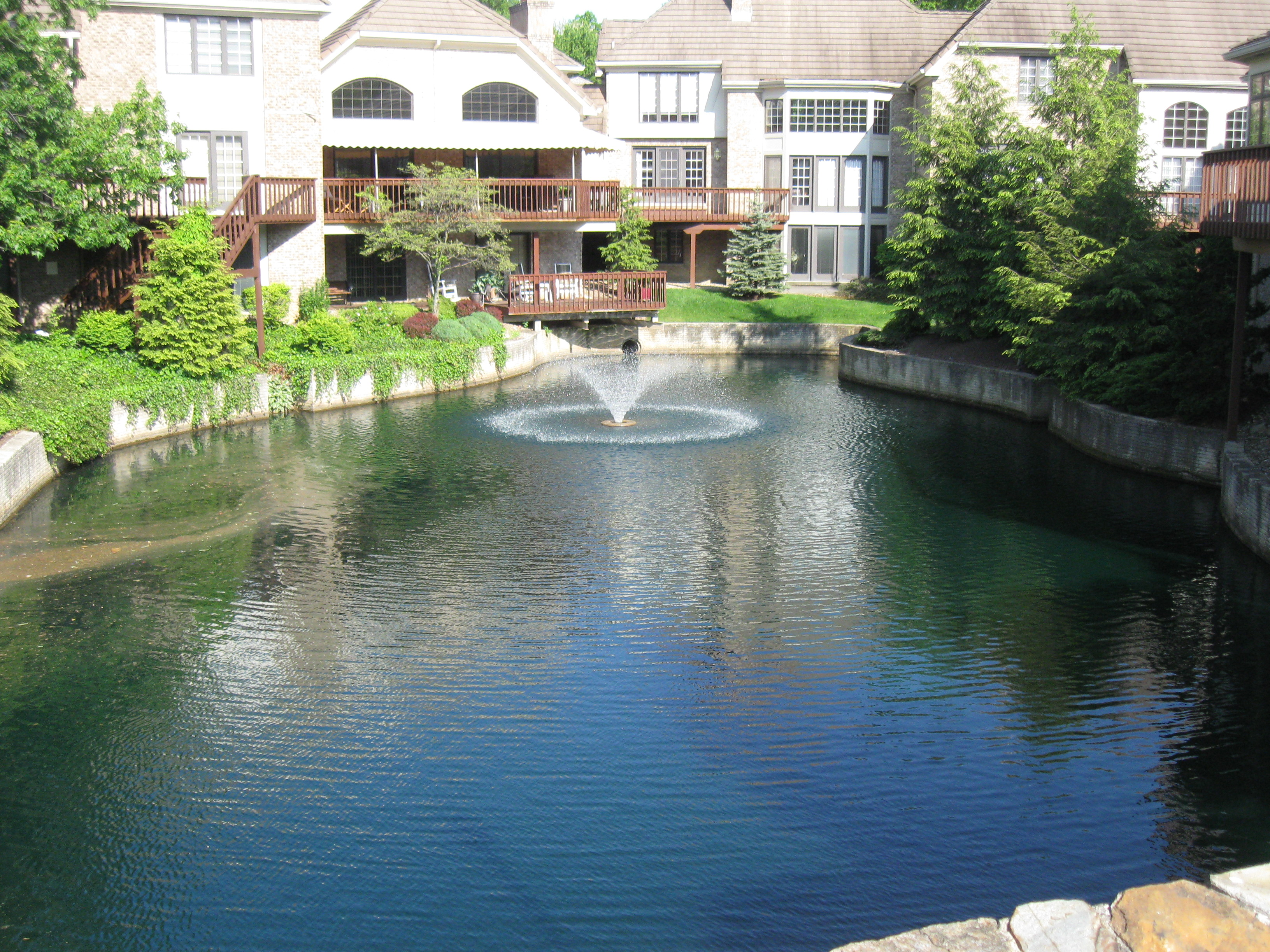Pond and lake management with floating fountain